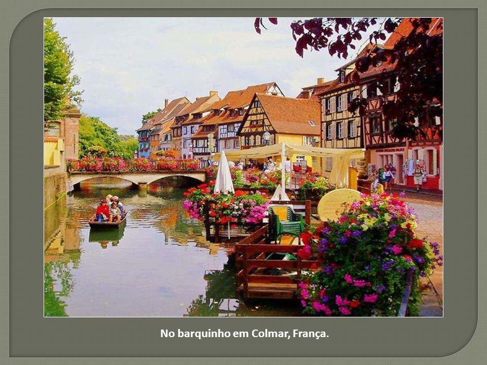 No barquinho em Colmar, França.