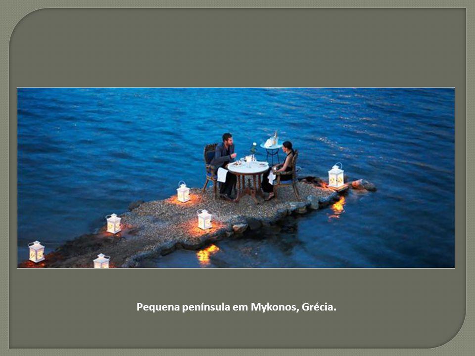 Pequena península em Mykonos, Grécia.