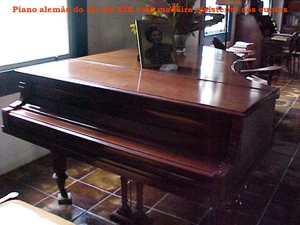 Piano alemão do século XIX com madeira resistente aos cupins