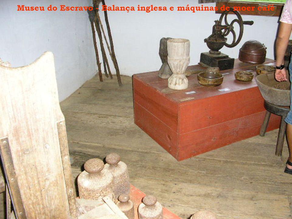 Museu do Escravo - Balança inglesa e máquinas de moer café