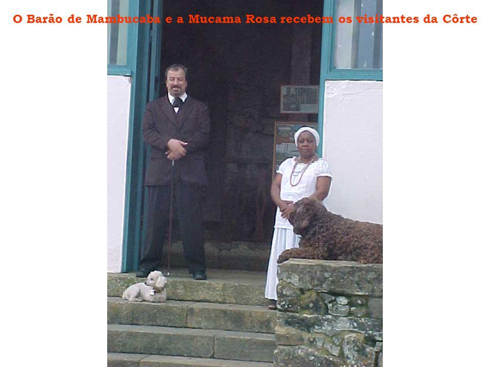 O Barão de Mambucaba e a Mucama Rosa recebem os visitantes da Côrte
