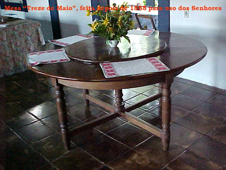 """Mesa """"Treze de Maio"""", feita depois de 1888 para uso dos Senhores"""