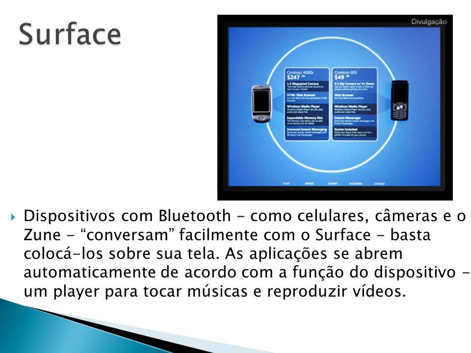 """ Dispositivos com Bluetooth - como celulares, câmeras e o Zune - """"conversam"""" facilmente com o Surface - basta colocá-los sobre sua tela. As aplicaçõe"""