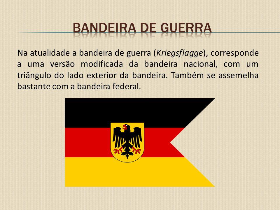 Kriegsflagge (1935 -1945) Com a chegada dos nazistas ao poder a bandeira criou-se em 1935 a Reichkriegsflagge (Bandeira de Guerra do Reich), agora incorporando os símbolos do nazismo.