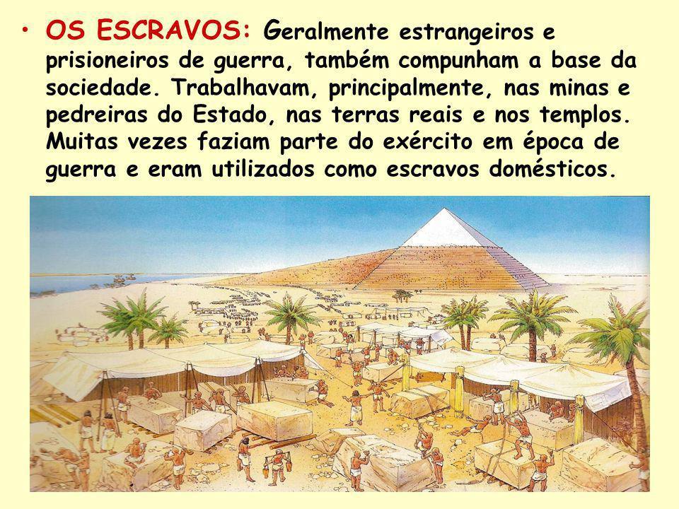 OS ESCRAVOS: G eralmente estrangeiros e prisioneiros de guerra, também compunham a base da sociedade.
