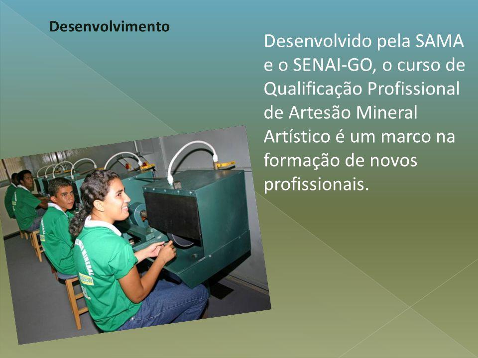 Desenvolvido pela SAMA e o SENAI-GO, o curso de Qualificação Profissional de Artesão Mineral Artístico é um marco na formação de novos profissionais.