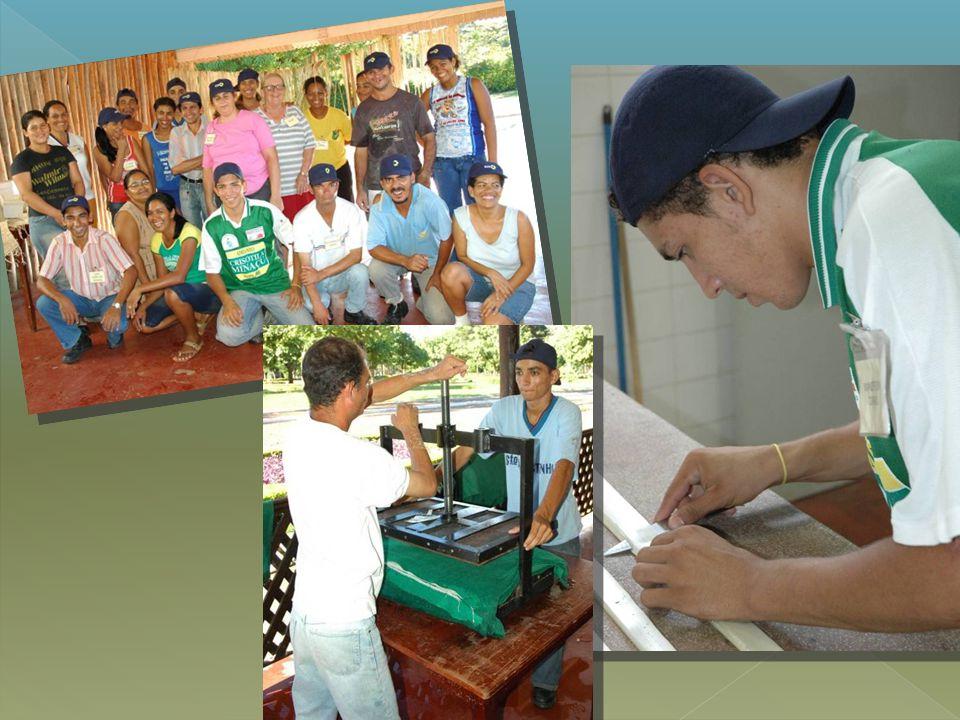 Cooperativa de Produção do Empreendedor Artesão de Minaçu o criada em 2006 o conta com 32 o cooperados COOPEMIN