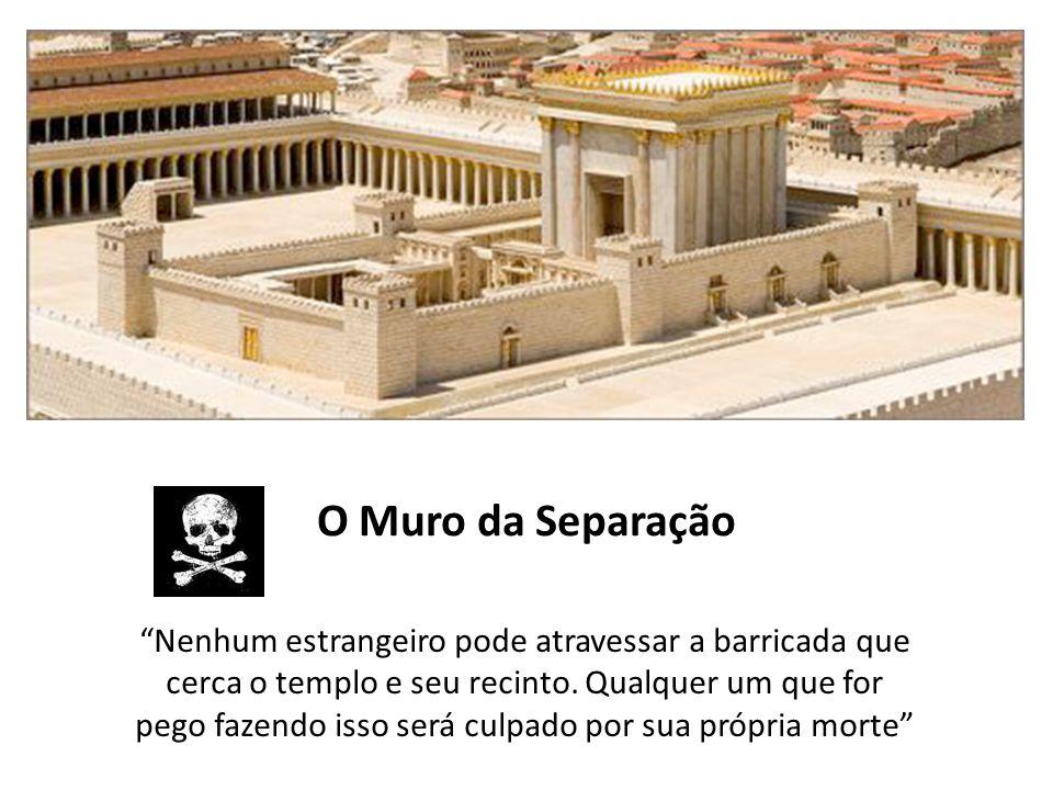"""""""Nenhum estrangeiro pode atravessar a barricada que cerca o templo e seu recinto. Qualquer um que for pego fazendo isso será culpado por sua própria m"""