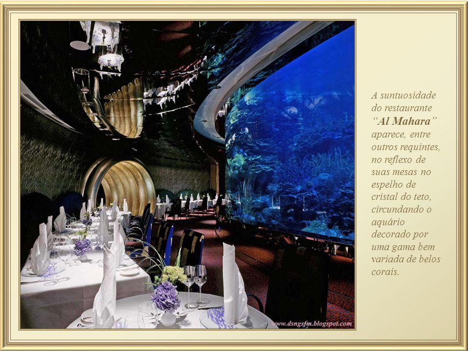 Al Mahara - mais famoso restaurante do Burj Al Arab Hotel. O acesso é feito através de um elevador que simula a viagem de um submarino até o nível do