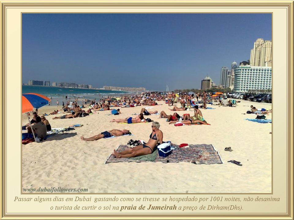 Jumeirah Beach Hotel - em forma de onda complementa a forma de vela do Burj Al Arab, que é adjacente. Já foi o 9º maior hotel da cidade e apesar de te