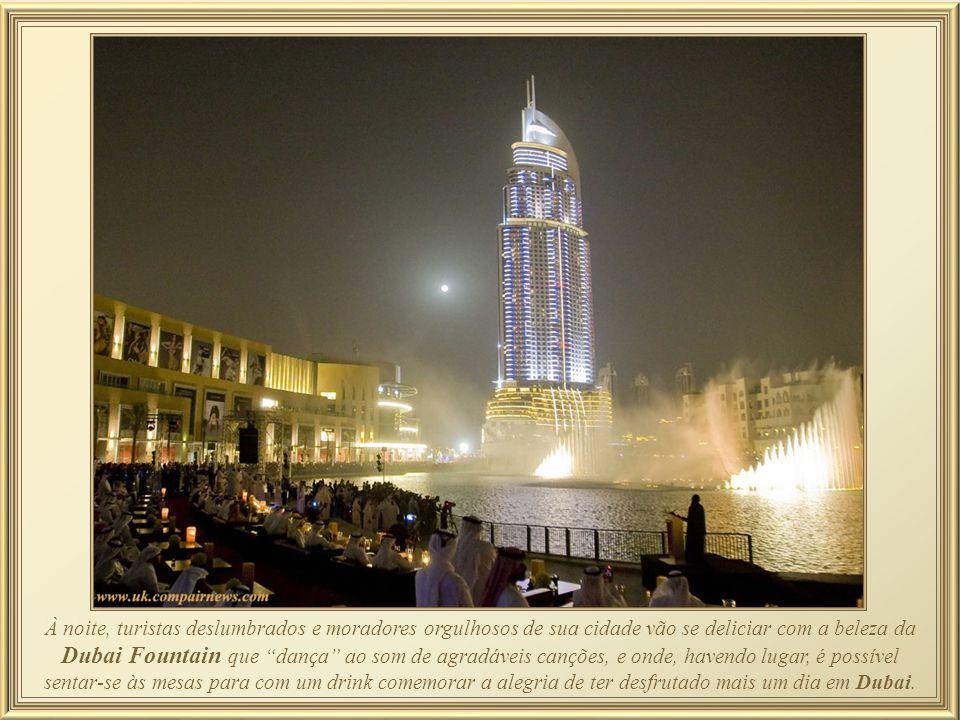 Burj Khalifa Fountain – fonte decorada com 1.500.000 luzes que se sincronizam com músicas, e seus jactos podem alcançar 275 metros de altura projetand