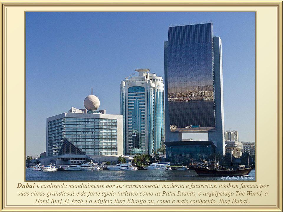 Entre os demais 7 restaurantes do Hotel Burj Al Arab, ressalta-se aquele projetado para fora da linha de construção do edifício a 200 m.
