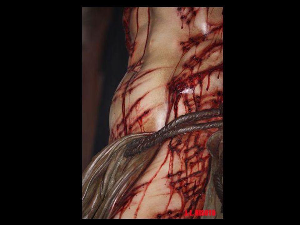 La piel presenta el aspecto exacto de una persona muerta hace una hora. El vientre, con la crucifixión, se hincha. El brazo derecho dislocado, al apoy