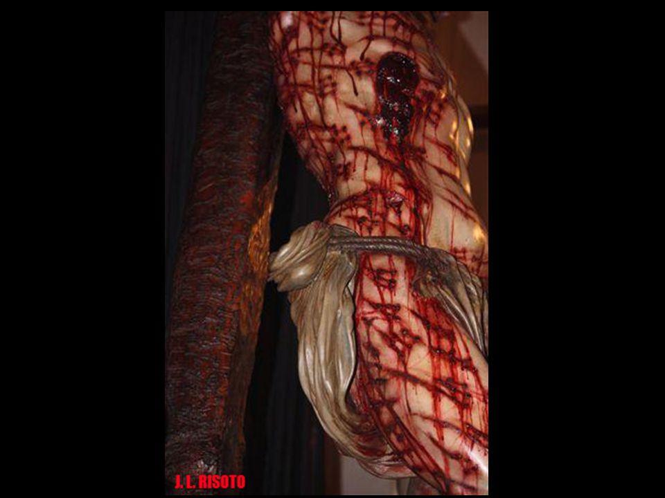 Hay dos tipos de sangre en la talla, la previa a la muerte y la que sale postmorten. También se ha reflejado el plasma de la herida del costado. Lo ha