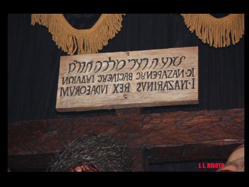 Bajo la frase en hebreo, la traducción en griego y latín está escrita de derecha a izquierda, Error habitual de aquella época en esa zona. Tienes falt