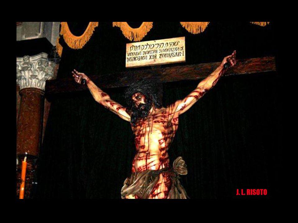 La imagen representa un cuerpo de 1,80 metros de alto, según los estudios de la Síndone de las universidades de Bolonia y Pavía. Los brazos y la cruz