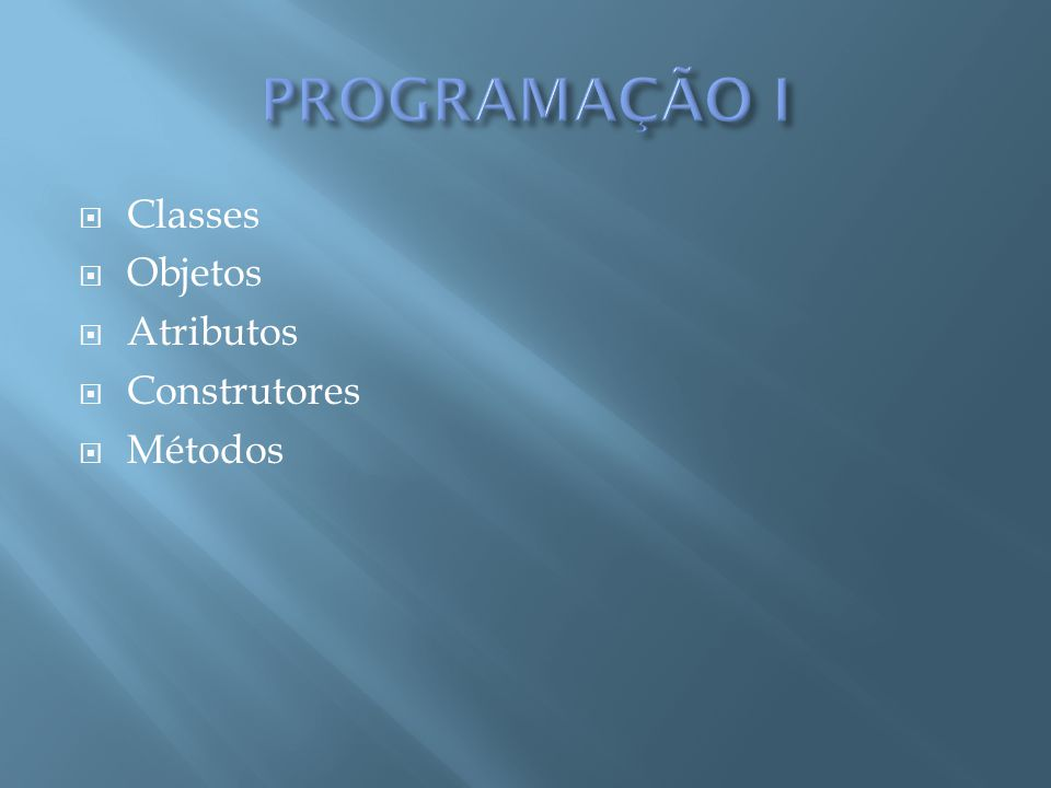 Sintaxe: visibilidade class nome da classe { atributos construtor(es) métodos } public class Pessoa{ // atributos private String nome; private int idade; // aqui colocaremos o(s) construtor(es) // aqui colocaremos os métodos } Exemplo:
