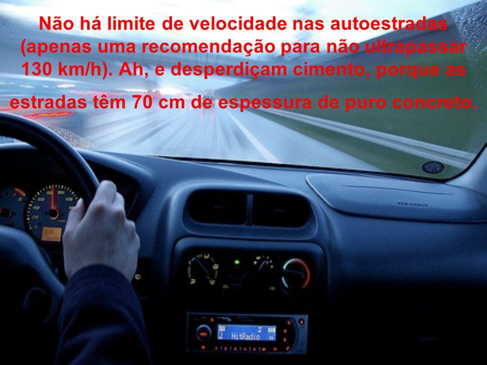 Não há limite de velocidade nas autoestradas (apenas uma recomendação para não ultrapassar 130 km/h).