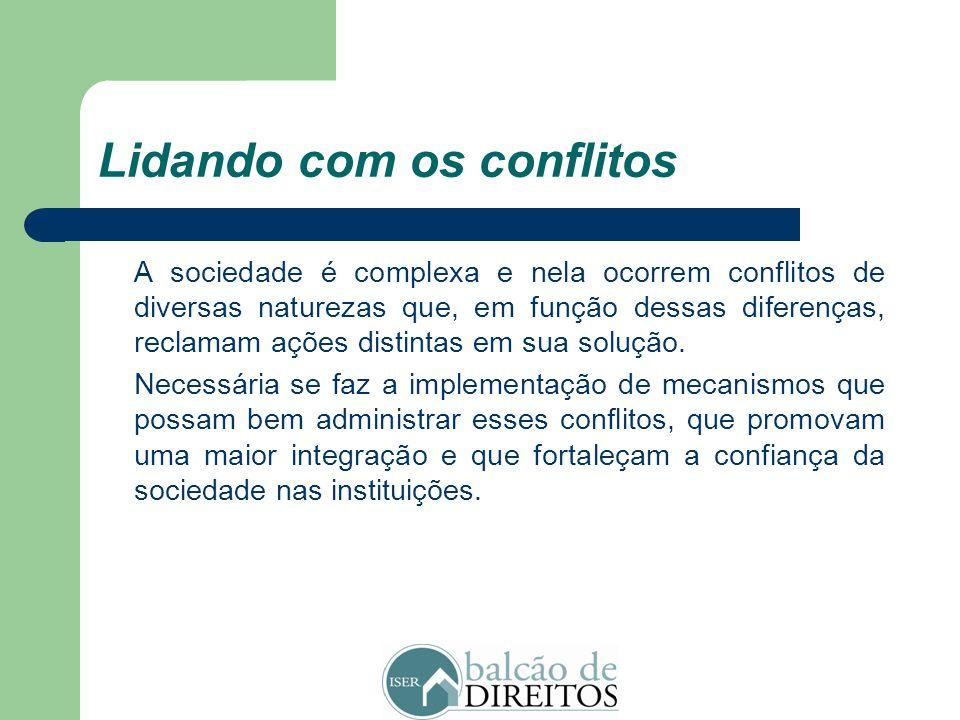 Lidando com os conflitos Os conflitos, em geral, se estabelecem quando duas ou mais pessoas percebem suas aspirações como incompatíveis. Em boa medida