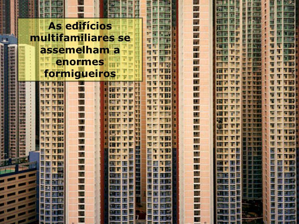 Aquí viven milhares de familias Aquí viven milhares de familias Os transportes e as unidades habitacionales fazem com que as pessoas se sintam comprim