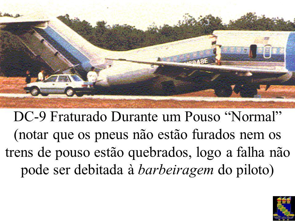 """DC-9 Fraturado Durante um Pouso """"Normal"""" (notar que os pneus não estão furados nem os trens de pouso estão quebrados, logo a falha não pode ser debita"""