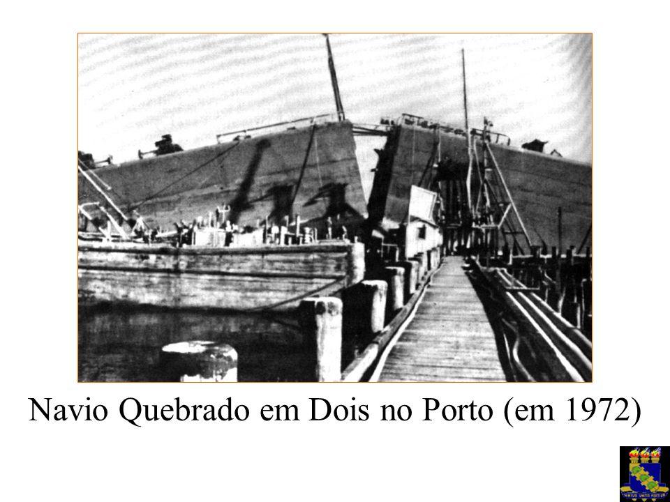Navio Quebrado em Dois no Porto (em 1972)