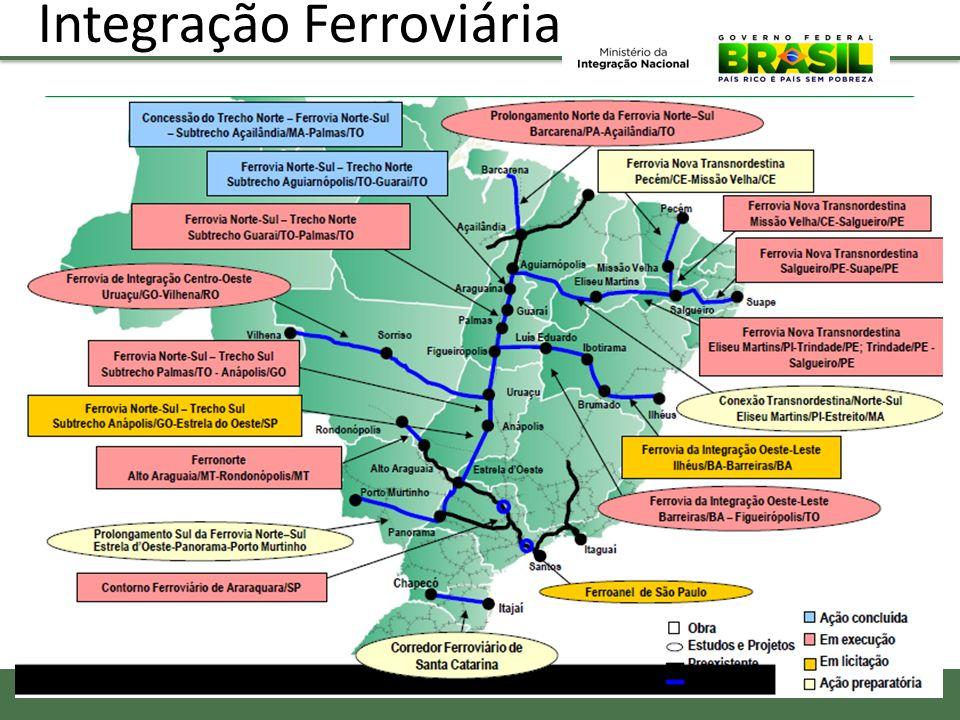Políticas Sociais Beneficiários do Bolsa Família por Região em milhões e % (2010) Em 2012 o Programa Bolsa Família liberou R$ 1,6 bilhões beneficiando 13,4 milhões de pessoas, sendo mais da metade no Nordeste Previdência Rural