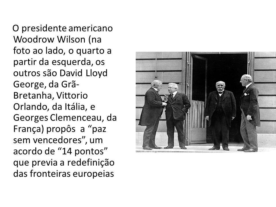 O presidente americano Woodrow Wilson (na foto ao lado, o quarto a partir da esquerda, os outros são David Lloyd George, da Grã- Bretanha, Vittorio Orlando, da Itália, e Georges Clemenceau, da França) propôs a paz sem vencedores , um acordo de 14 pontos que previa a redefinição das fronteiras europeias