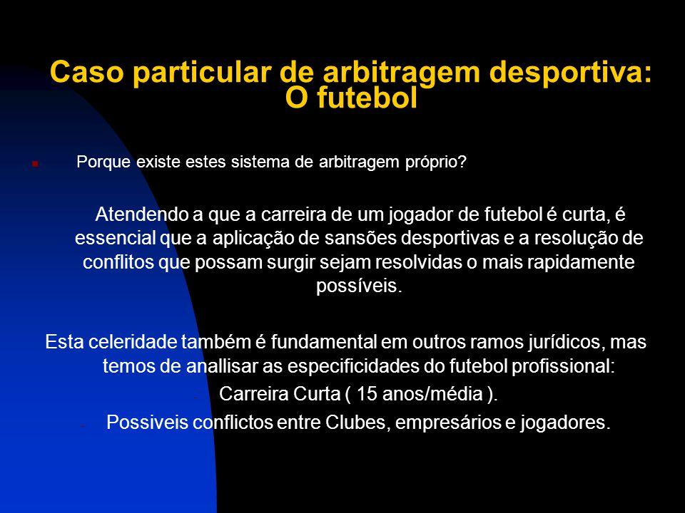 Caso particular de arbitragem desportiva: O futebol O Futebol possui uma Federação, que têm estatutos próprios que regulamentam a actividade em Portug