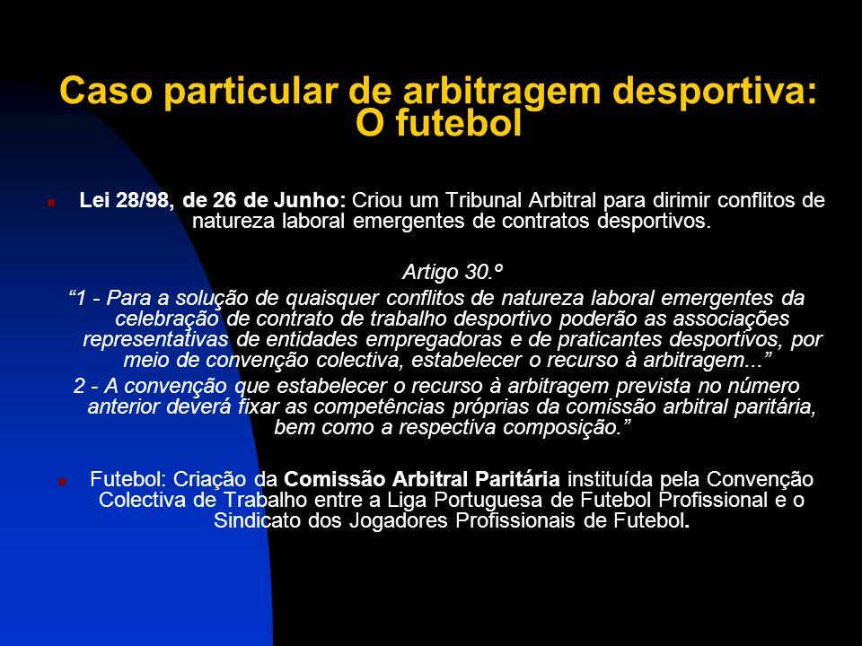 Caso particular de arbitragem desportiva: O futebol Porque existe estes sistema de arbitragem próprio? Atendendo a que a carreira de um jogador de fut