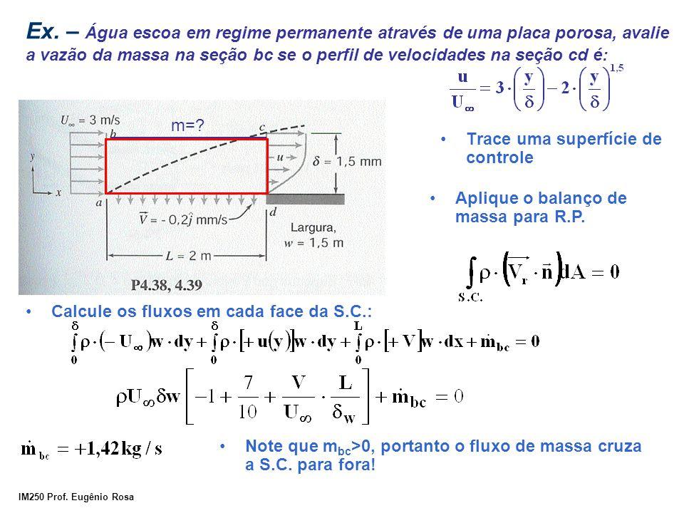 IM250 Prof. Eugênio Rosa Ex. – Água escoa em regime permanente através de uma placa porosa, avalie a vazão da massa na seção bc se o perfil de velocid