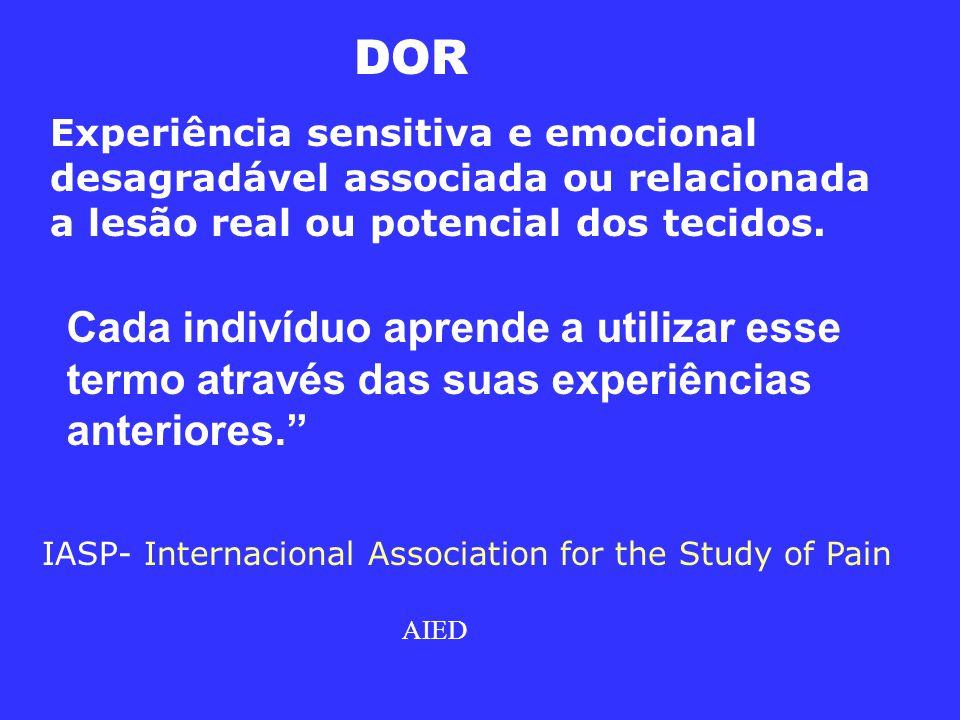 Experiência sensitiva e emocional desagradável associada ou relacionada a lesão real ou potencial dos tecidos.