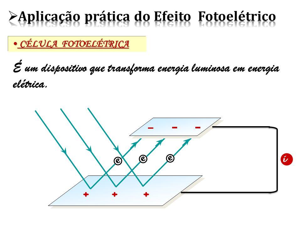 CÉLULA FOTOELÉTRICA CÉLULA FOTOELÉTRICA É um dispositivo que transforma energia luminosa em energia elétrica.