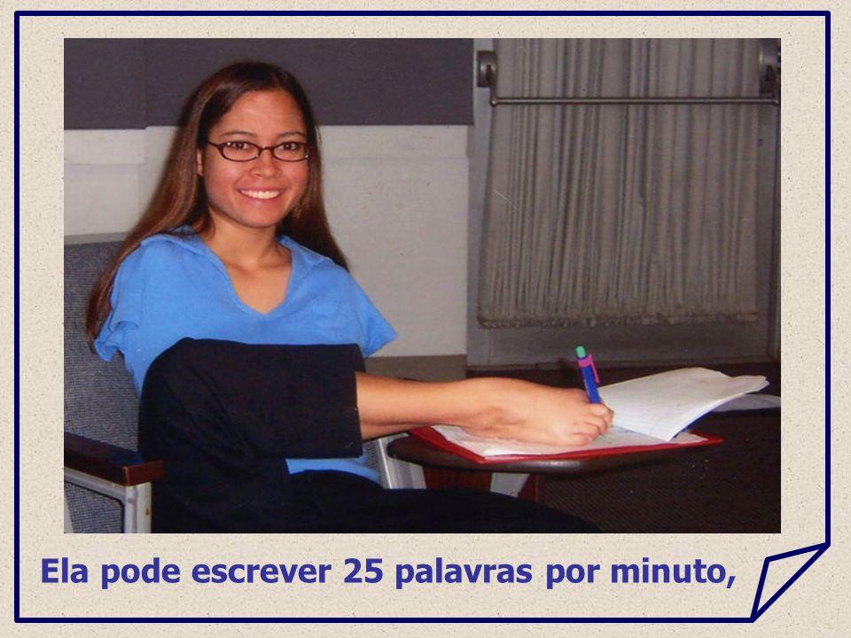 Ela pode escrever 25 palavras por minuto,