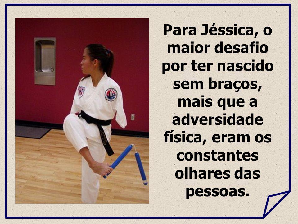 Para Jéssica, o maior desafio por ter nascido sem braços, mais que a adversidade física, eram os constantes olhares das pessoas.