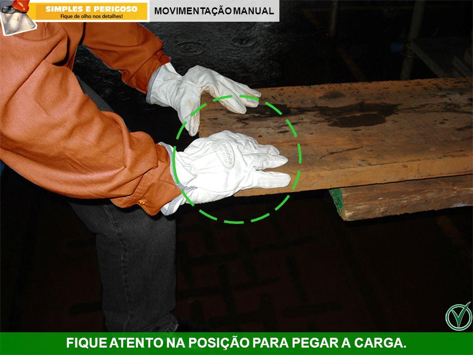 MOVIMENTAÇÃO MANUAL FIQUE ATENTO NA POSIÇÃO PARA PEGAR A CARGA.