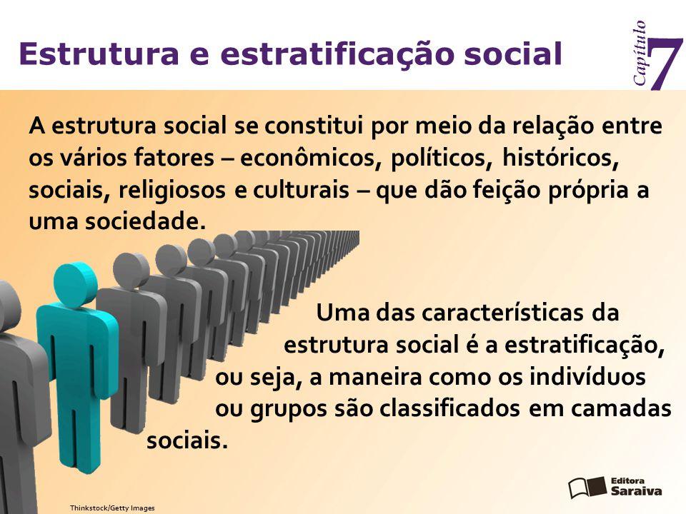 Estrutura e estratificação social Capítulo 7 Segundo o sociólogo brasileiro Octávio Ianni, a estratificação social é determinada pela forma como se organizam a produção econômica e o poder político.