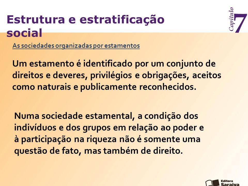 Estrutura e estratificação social Capítulo 7 As sociedades organizadas por estamentos Um estamento é identificado por um conjunto de direitos e deveres, privilégios e obrigações, aceitos como naturais e publicamente reconhecidos.