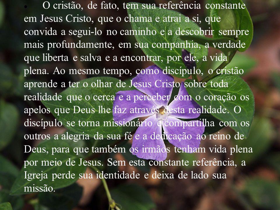  O cristão, de fato, tem sua referência constante em Jesus Cristo, que o chama e atrai a si, que convida a segui-lo no caminho e a descobrir sempre m
