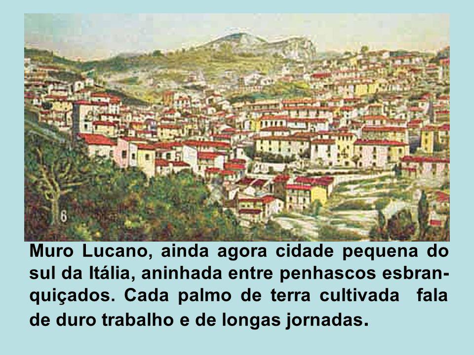 Muro Lucano, ainda agora cidade pequena do sul da Itália, aninhada entre penhascos esbran- quiçados. Cada palmo de terra cultivada fala de duro trabal