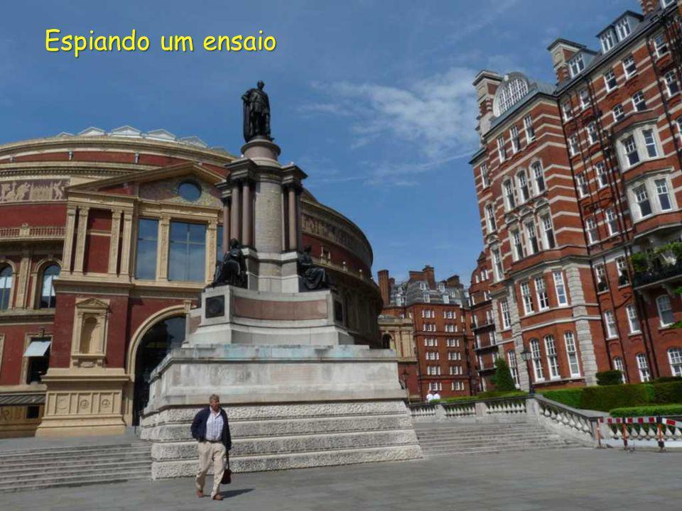 TEATRO ROYAL ALBERT HALL DAS ARTES E DAS CIÊNCIAS DE LONDRES