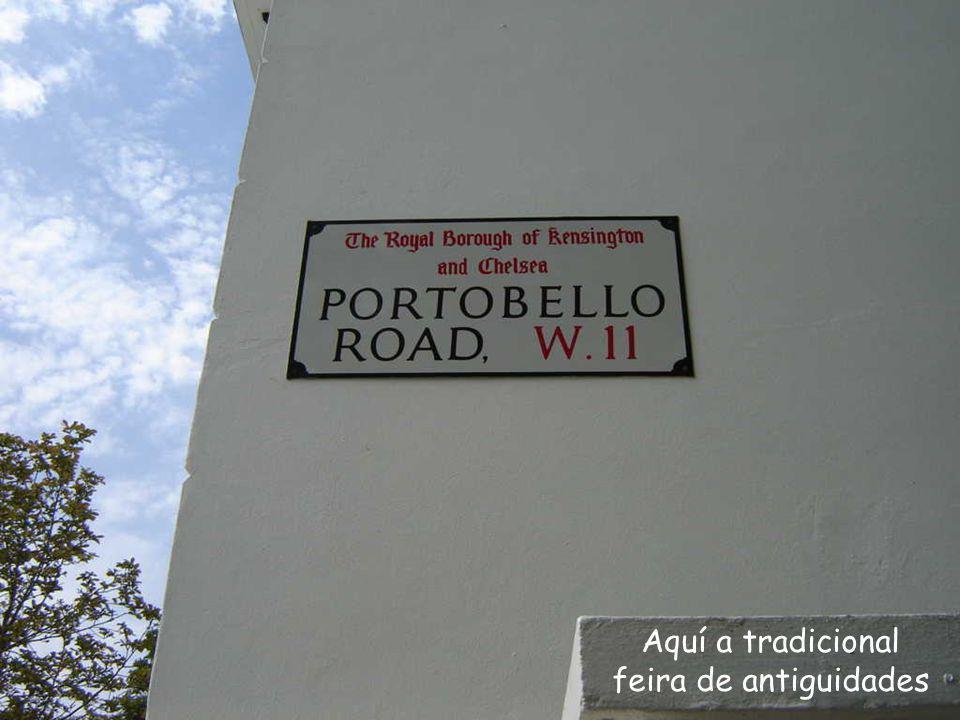 Nesta casa viveu Celebrado escritor, autor de Rebelião na Fazenda e 1984 , duas jóias da literatura universal.
