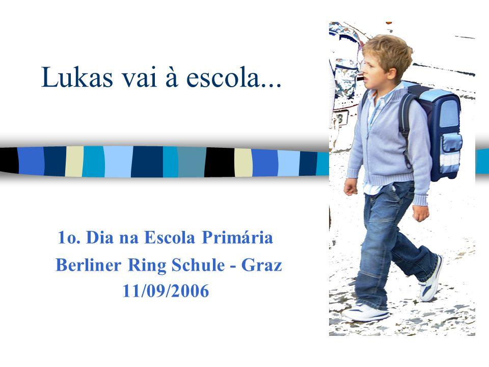 Lukas vai à escola... 1o. Dia na Escola Primária Berliner Ring Schule - Graz 11/09/2006