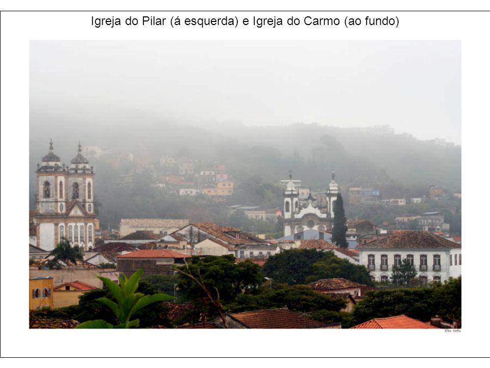 Igreja de São Francisco de Assis (de frente) e Igreja do Pilar Abraços