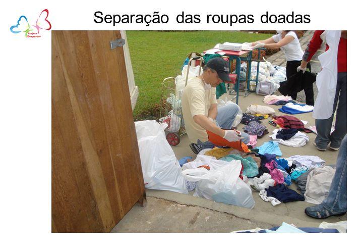 Separação das roupas doadas