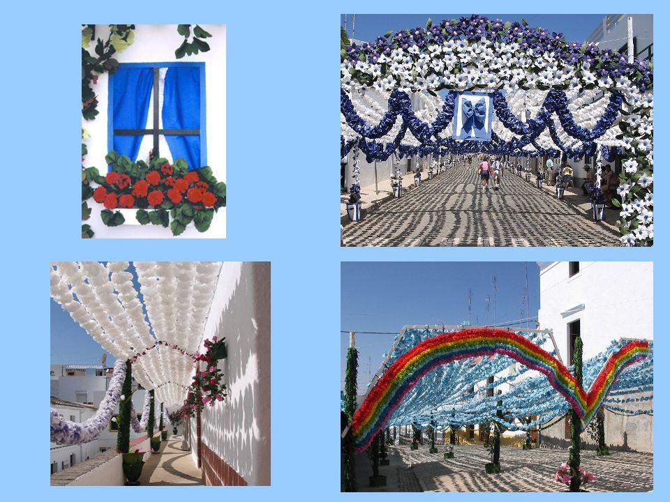 Festas do Povo, das Flores ou dos Artistas em Campo Maior Consiste na decoração das ruas (sobretudo no Centro Histórico) com flores de papel feitos pelos residentes de cada rua.