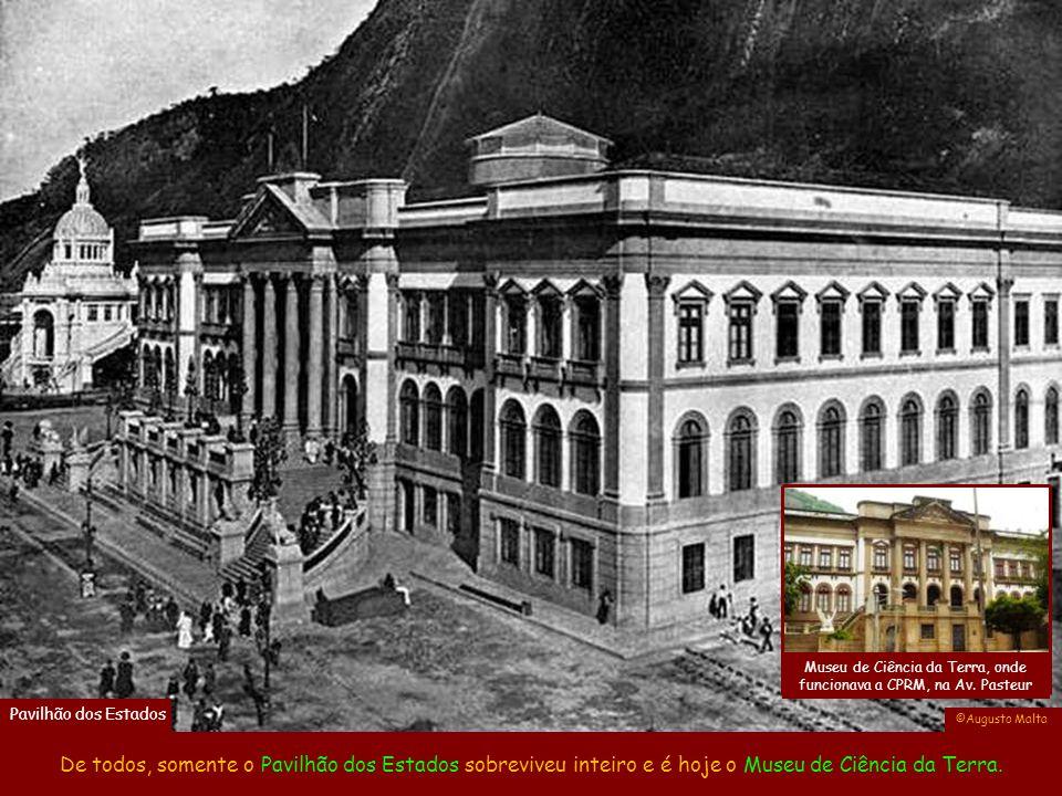 Av. Pasteur antes do aterro da Urca A construção do bondinho do Pão de Açúcar começou na época da Exposição e terminou em 1912. ©Augusto Malta Portão