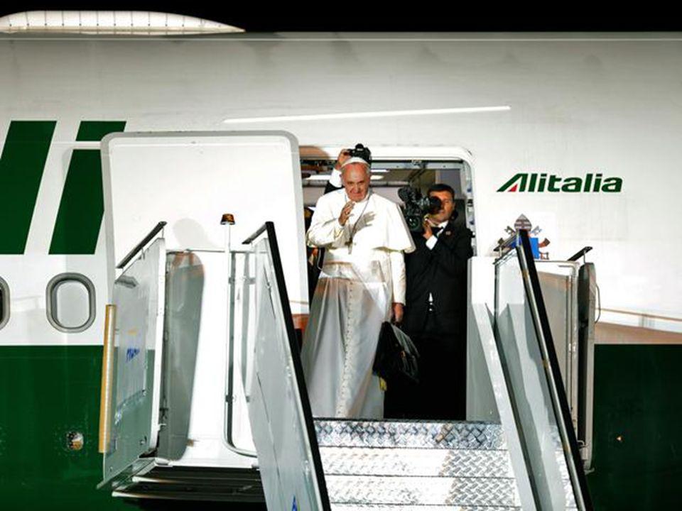 Depois de uma semana intensa de atividades na Jornada Mundial da Juventude, o papa Francisco deixou o Brasil na noite deste domingo. O avião que levou