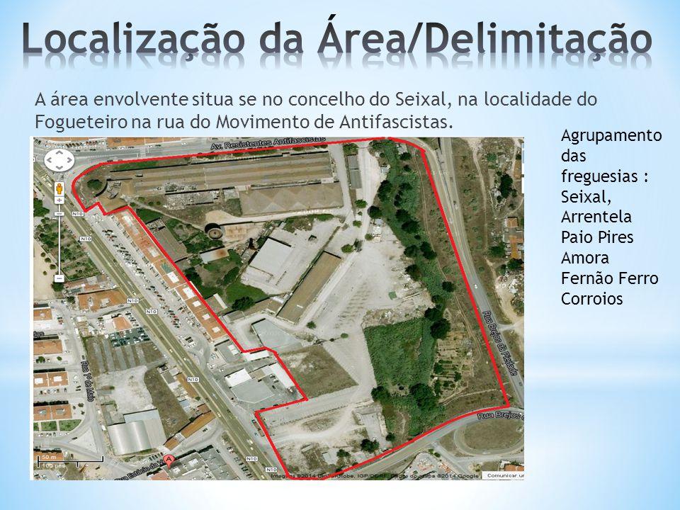 A área envolvente situa se no concelho do Seixal, na localidade do Fogueteiro na rua do Movimento de Antifascistas. Agrupamento das freguesias : Seixa