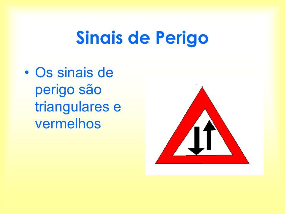 Sinais de Perigo Os sinais de perigo são triangulares e vermelhos
